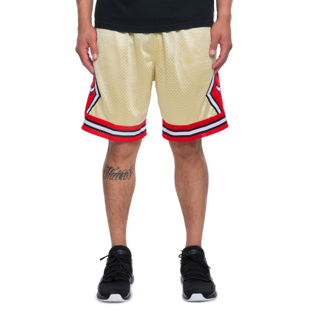 MEN S MITCHELL   NESS CHICAGO BULLS SHORTS GOLD RED 6b2499dab4